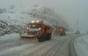 Χιόνι και διακοπές ρεύματος ταλαιπωρούν πολλά χωριά της Εύβοιας