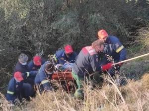 Εύβοια - Άνω Βαθεια :Αυτοκίνητο βρέθηκε σε ρεματιά σε βάθος 10 μέτρων (ΦΩΤΟ)