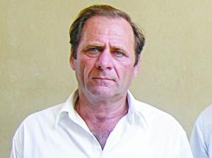 Ο Δήμαρχος απολογείται στην πλατεία Αμαλίας